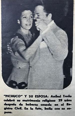 Anibal Troilo dancing tango with his wife. Music at Escuela de Tango de Buenos Aires.