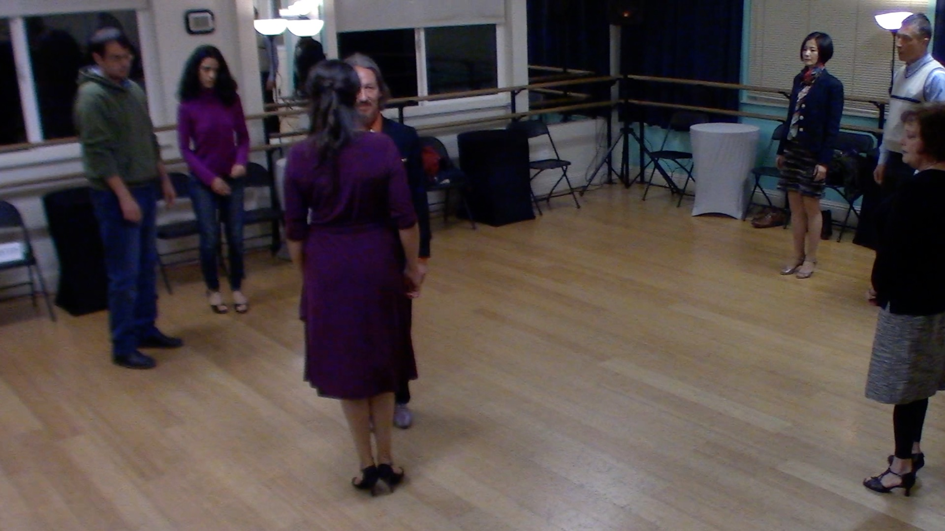 Argentine Tango beginner class with Mimi: connetion between partners' exercise