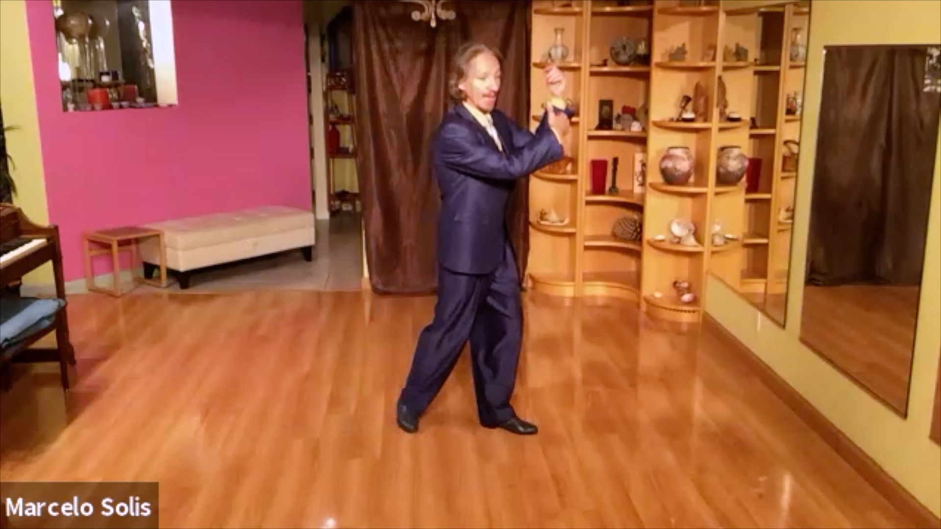 Argentine Tango class: clockwise change of direction continued