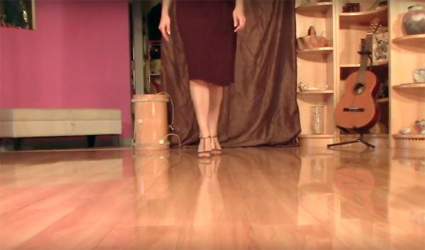Argentine Tango dance follower's technique 6: Forward/backward move