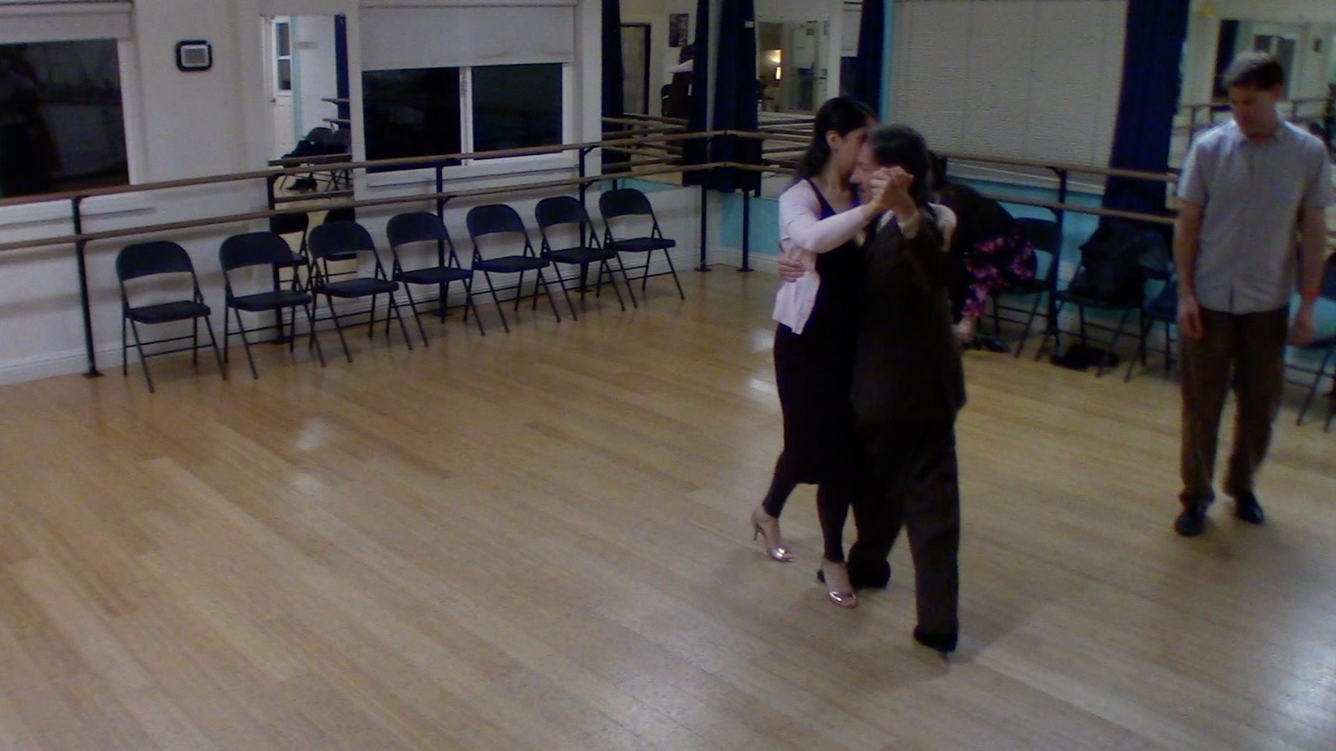 Argentine Tango intermediate class with Mimi: backward ocho variation 3