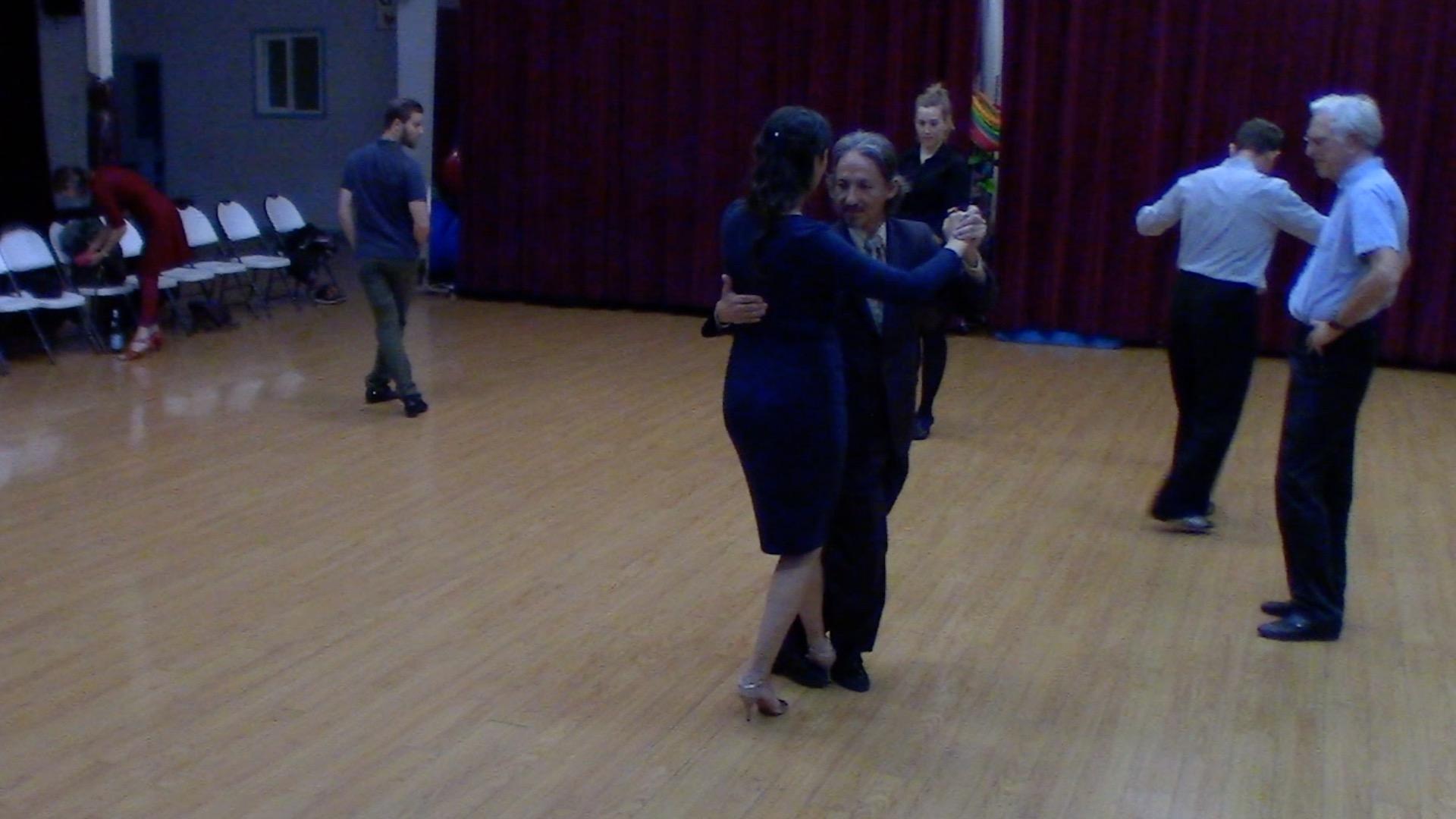 Argentine Tango intermediate class with Mimi: barridas variation