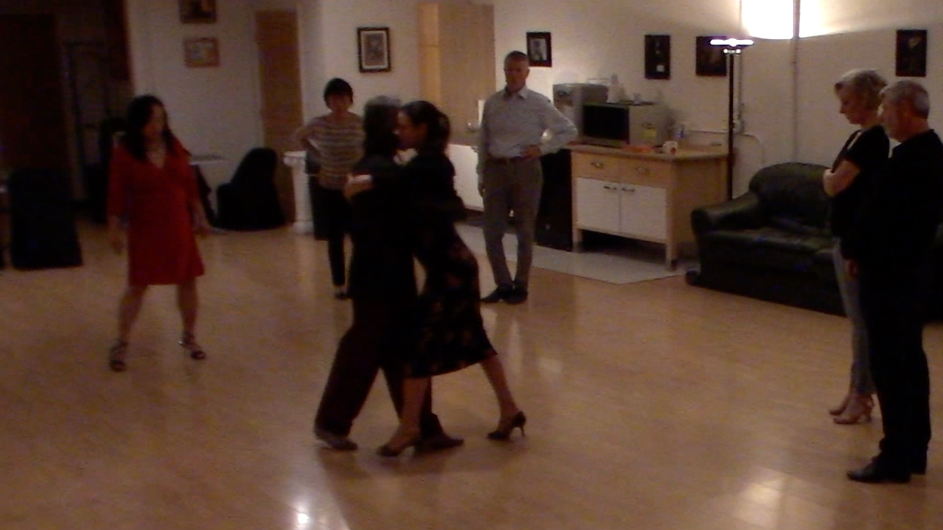 Argentine Tango intermediate class with Miranda: change of system