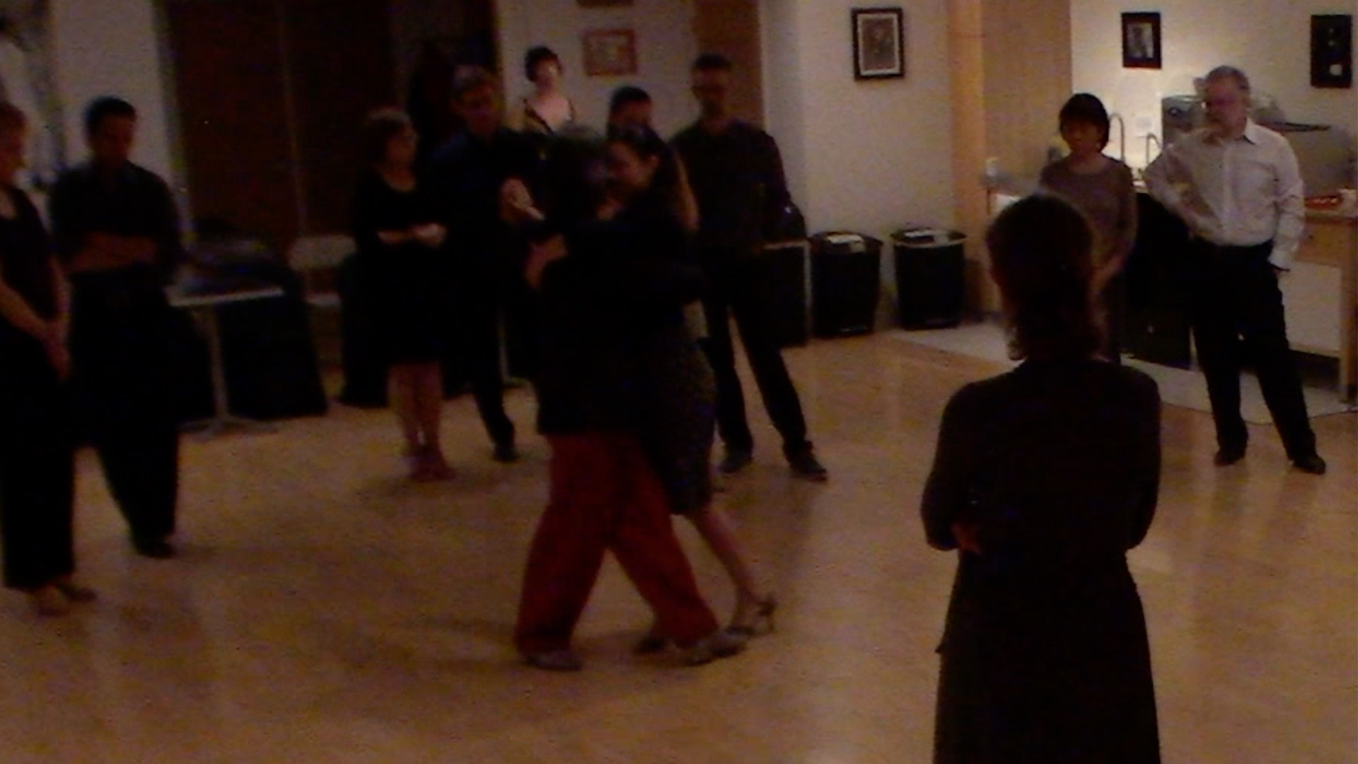 Argentine Tango intermediate class with Miranda: crossed system walking circular