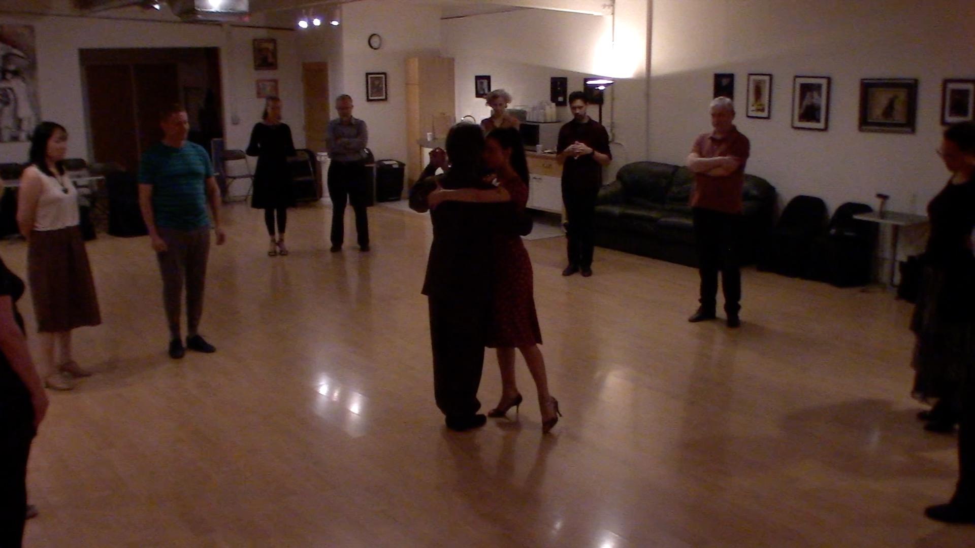 Argentine Tango intermediate class with Miranda: forward-backward move, pause and forward ochos - follower's details