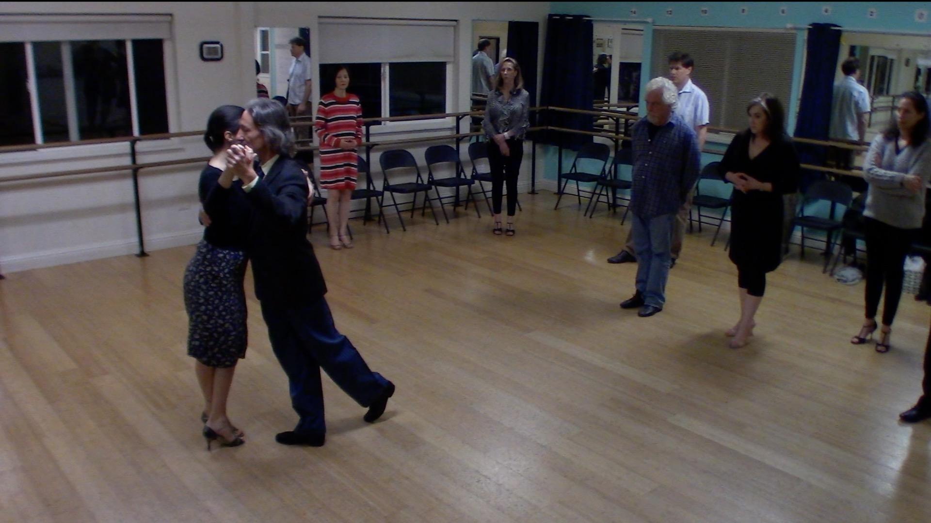 Argentine Tango intermediate class with Miranda: salida cruzada or del 40