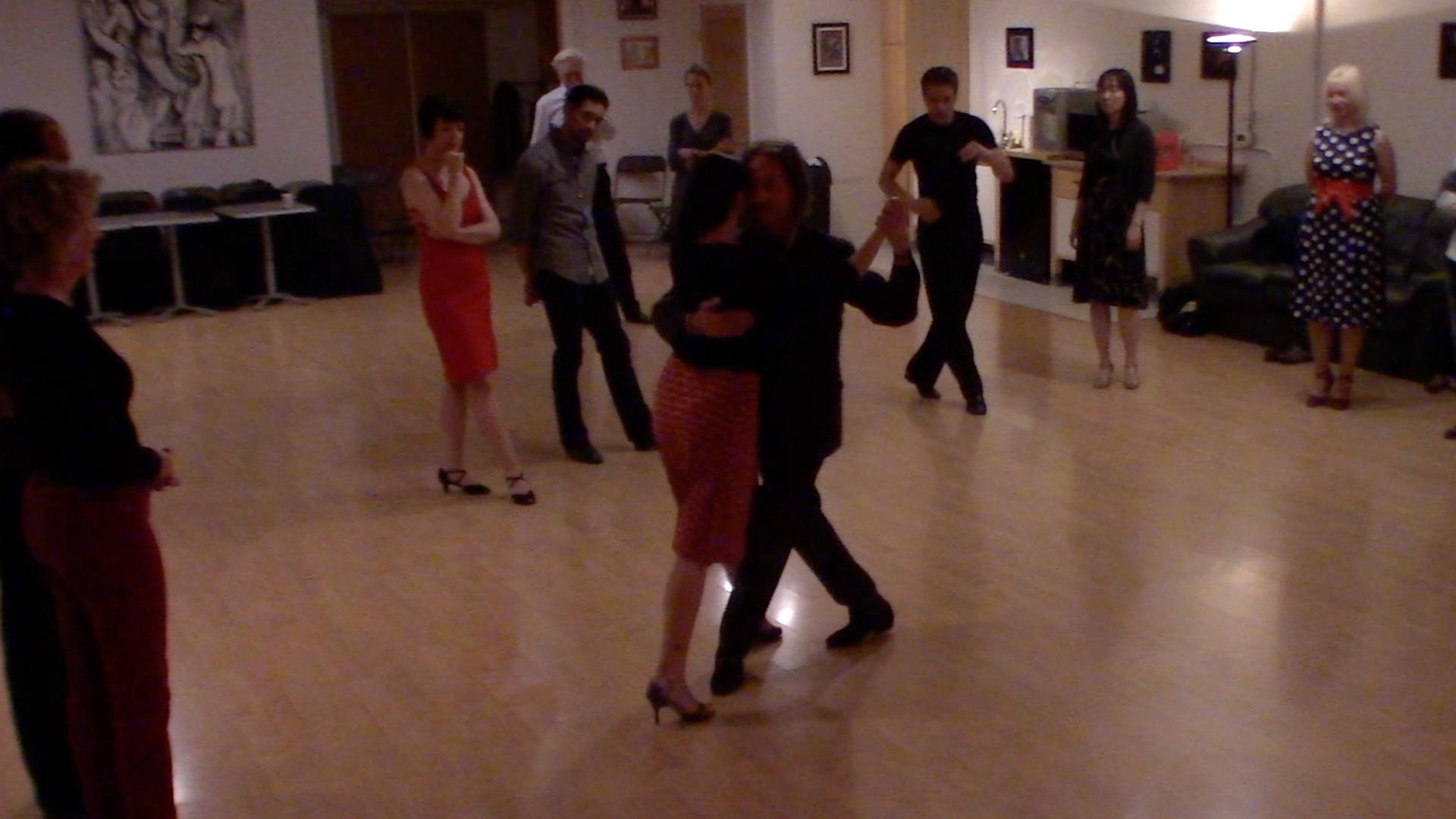 Argentine Tango intermediate class with Miranda: slow in 3 combination 3