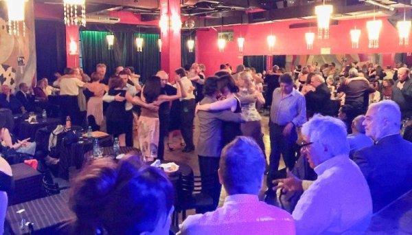 Milongueando. Argentine Tango dance.