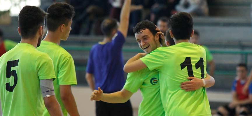 Varios jugadores del FS Eufón Cuéllar de División de Honor Juvenil celebran un gol.