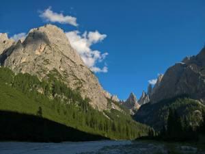 Cima Undici (3098m) e in fondo alla Valle La Lista (2413m)