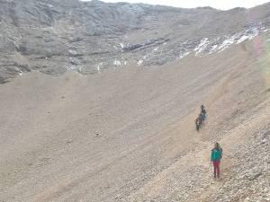 Discesa dalla Cima Ombreta per il ghiaione settentrionale