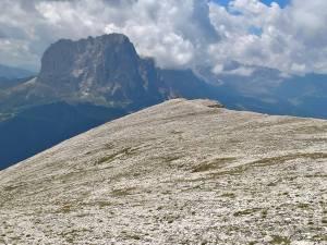 Cima con croce del Col Dla Pieres (2747 m)
