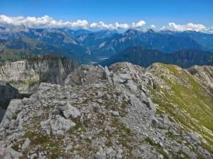 Panorama verso Nord, i Bachet, e le Dolomiti Friulane