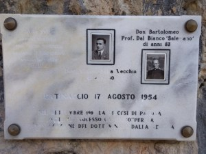 Alte vette avevi scalato ma forse nessuna saziava il tuo cuore come le vette di Dio. Don Bartolomeo Prof. Dal Bianco Salesiano di anni 53 - Dottore Vinicio Dalla Vecchia di anni 30 Catinaccio 17 agosto 1954. Nel settembre 1997 la diocesi di Padova inizia il processo canonico per la canonizzazione del dottore Vinicio Dalla Vecchia.