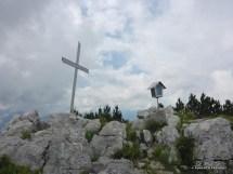 Croce di vetta e madonnina sul Monte Ciastelat