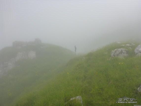 Sentiero di cresta appena visibile