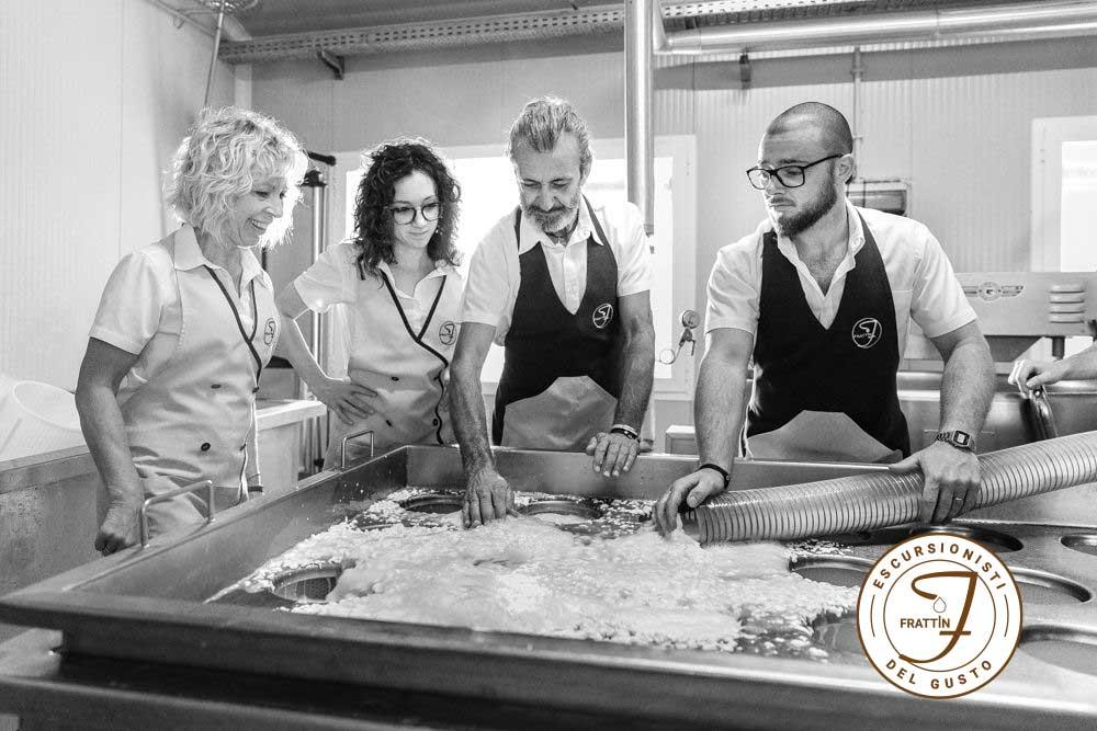 Dalla malga alla tavola: i vantaggi del formaggio di alpeggio di nostra produzione