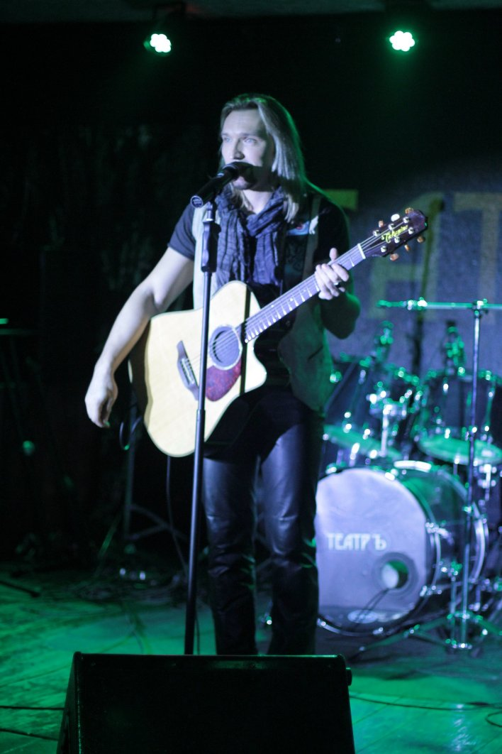 Petr Elfimov performing at CUBOmeters