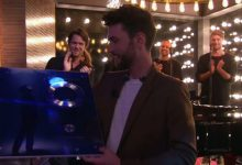 Duncan receives double platinum disc for Arcade