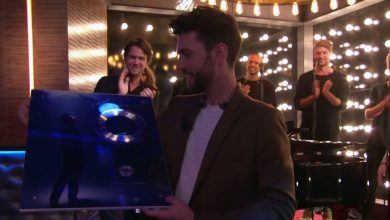 Duncan receives double platinum disc for Arcade