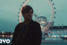 "Photo of Alfred García releases the music video for his song ""Londres"""