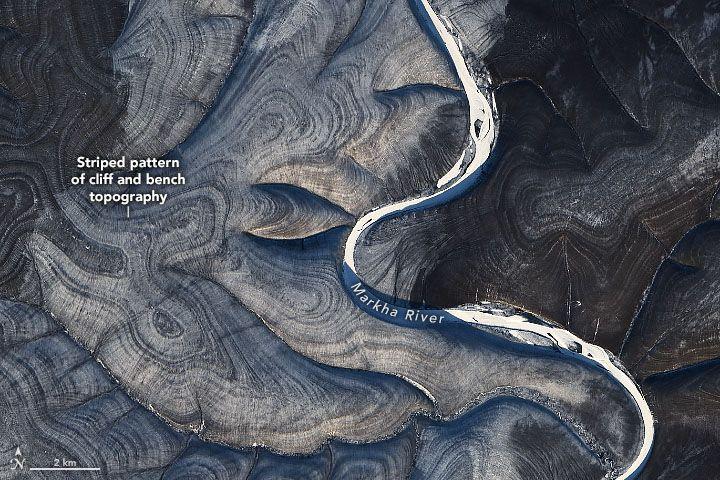 Listras misteriosas observadas sobre a Rússia em imagens de satélite.