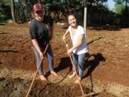 Professoras comandando a atividades da horta.
