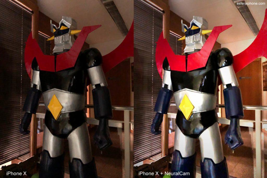 Dos imagenes de una estatua de Mazinger Z. Una hecha con la app de camara normal del iPhone X y la otra con la app NeuralCam. La segunda se ve más luminosa y con color más vivos.