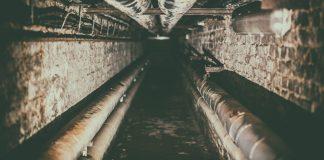cañerías en un túnel: envenenamiento por plomo