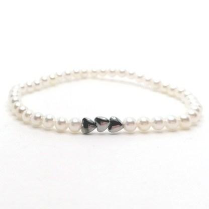 Náramek perly 4mm s hematitovými srdíčky