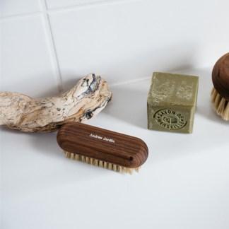 brosse à ongle, nettoyer sous les ongles des jardiniers | l'échoppe végétale