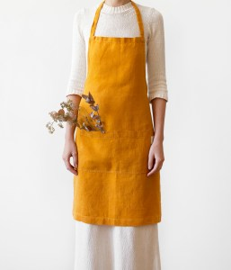 Tablier en lin lavé jaune moutarde - cuisine et jardin