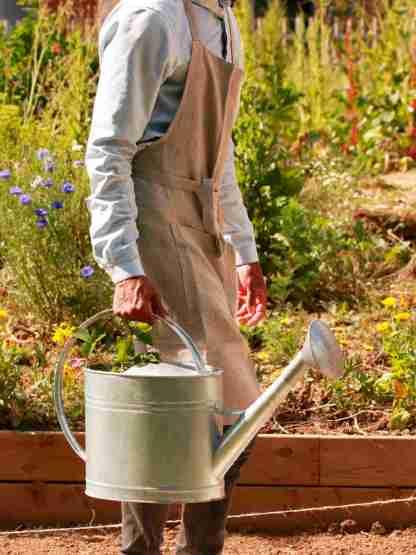 Tablier en lin lavé jardinier urbain beige taupe - Échoppe Végétale