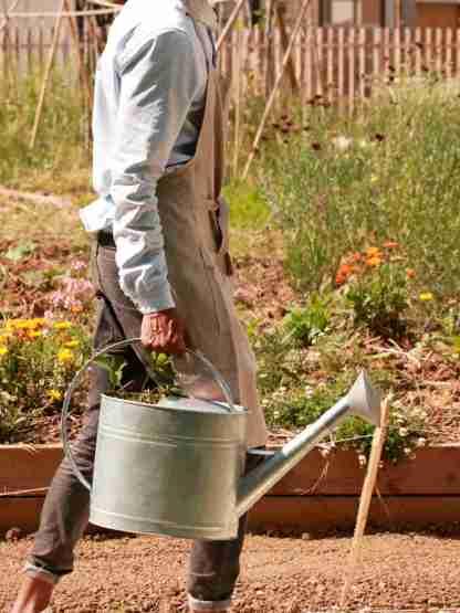 Tablier en lin lavé jardinier urbain marin rayures blanc et gris- Échoppe Végétale