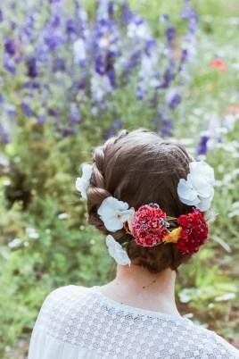 DIY coiffure fleurie chignon tressé pour mariage