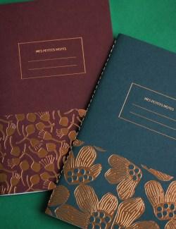carnet haute qualité de papeterie française les éditions du paon, Nantes, modèle rouge pistil et vert pavot, cousu