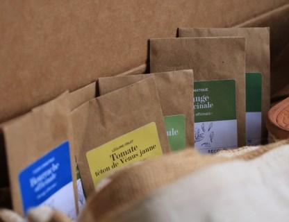 sachet de graines bio pour jardiner sur balcon, bourrache, tomate téton de venus, origan, sauge, épinards, pois-chiche