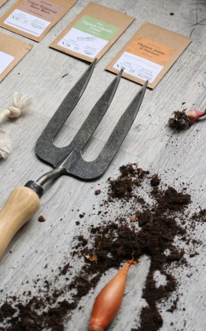 rateau / fourche fer forgé dans la box paparadis pour la fête des pères - échoppe végétale
