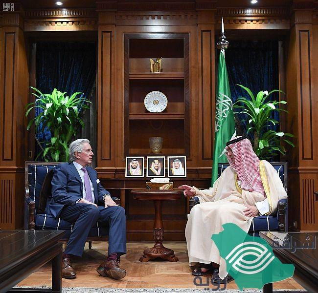 يستقبل وزير الدولة للشؤون الخارجية وعضو مجلس الوزراء السفير الفرنسي لدى المملكة