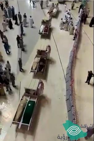 مشهد مهيب.. تشييع 58 جنازة بالمسجد الحرام.. بينهم حجاج توفوا بملابس الإحرام