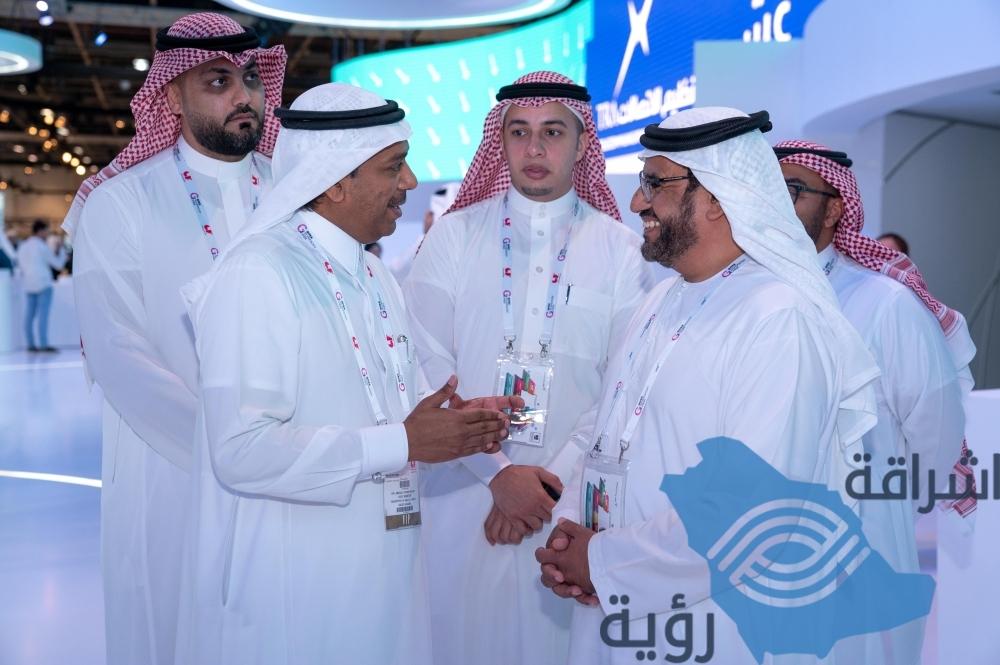 مساعد وزير الداخلية يطلع على التقنيات الذكية بمعرض جيتكس