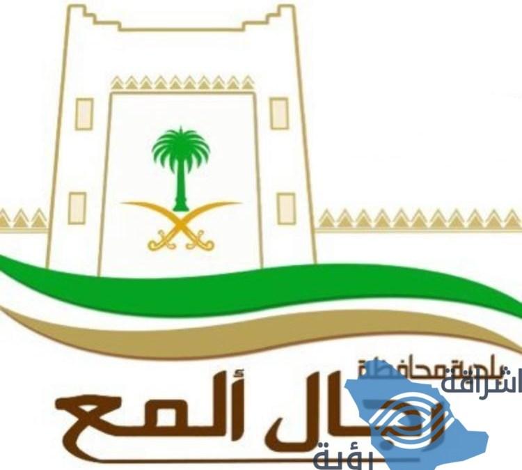 بلدية رجال ألمع تُغلق وتخالف محلات تجارية ضمن حملاتها الرقابية