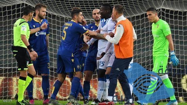 بالوتيلي يرد بقوة على الهتافات العنصرية ويهدد بمغادرة الملعب