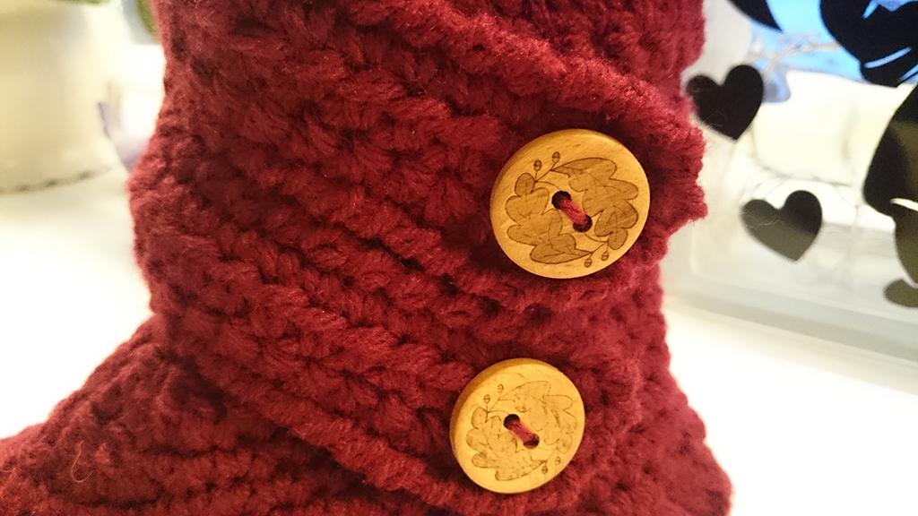 Detaljer knapper på hæklet sutsko