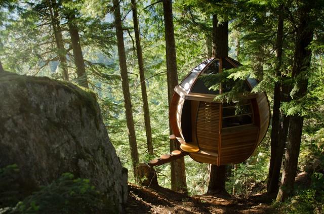 Secret-HemLoft-Treehouse-in-Canadian-Woods-1
