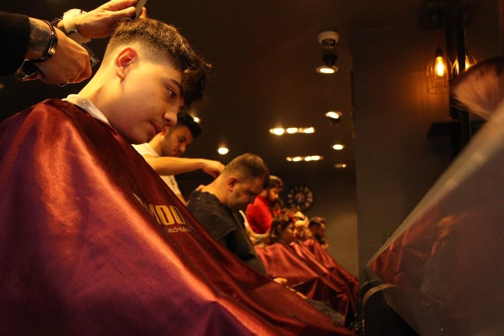 Üniversitelerin açılmaması kuaförleri endişelendiriyor