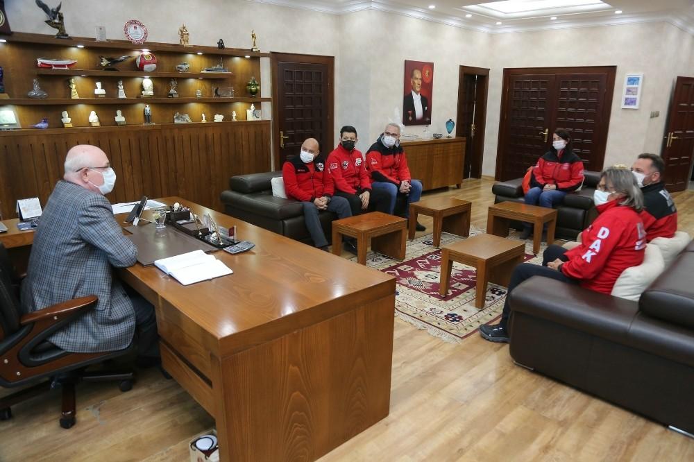 İzmir'den dönen DAK ekibi Başkan Kurt'u ziyaret etti