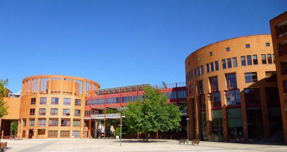 plaza y edificio de coslada