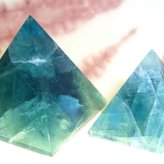 fluorite-pyramid05
