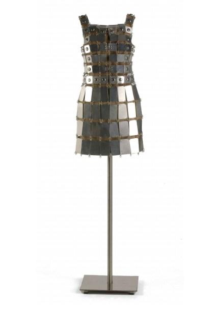 Otra de las piezas clave de la exposición es esta maravilla de Paco Rabanne, símbolo de juventud.